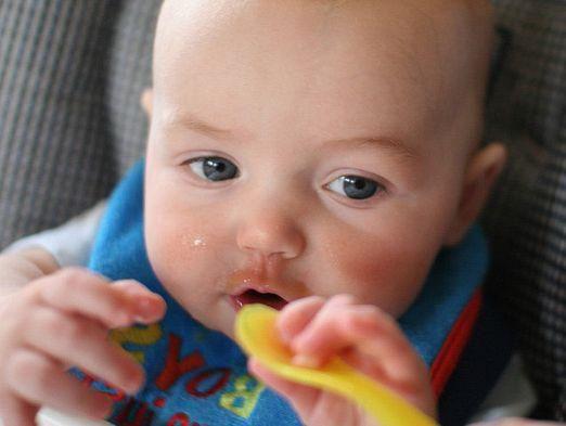 Чим годувати дитину 6 місяців?