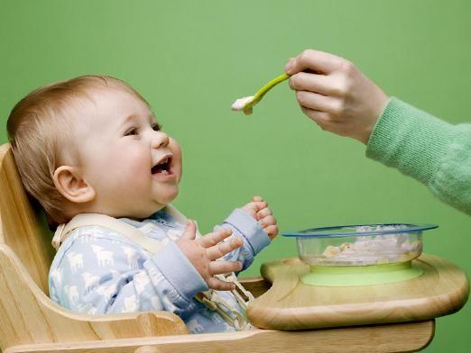 Чим годувати дитину після року?