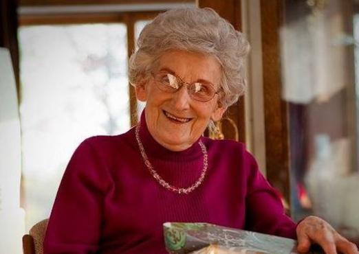 Що можна подарувати бабусі?
