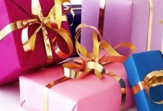 Що можна подарувати дівчинці?