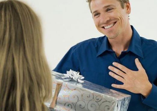 Що можна подарувати чоловікові?