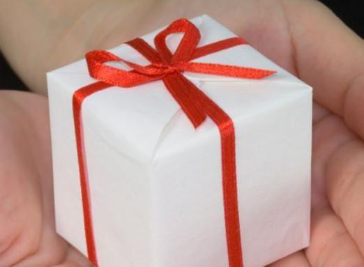 Що можна подарувати хлопцеві?