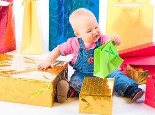 Що можна подарувати дитині?