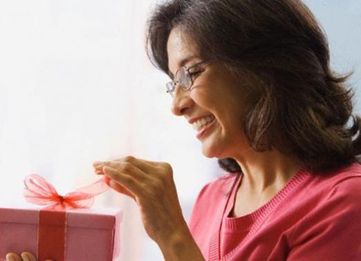 Що можна подарувати жінці?