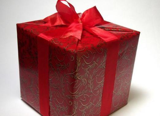 Що оригінальне подарувати хлопцеві?