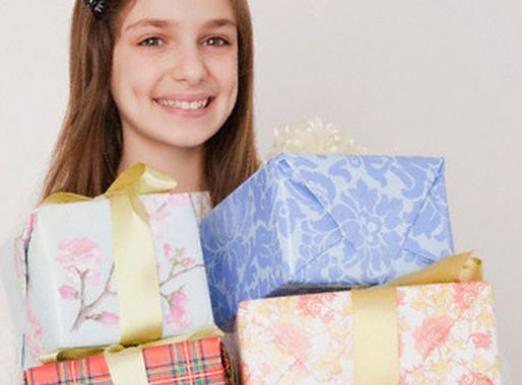 Що подарувати дівчинці 13 років?