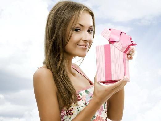 Що подарувати дівчині на 18 років?