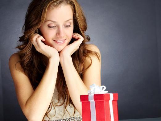 Що подарувати дівчині на 20 років?