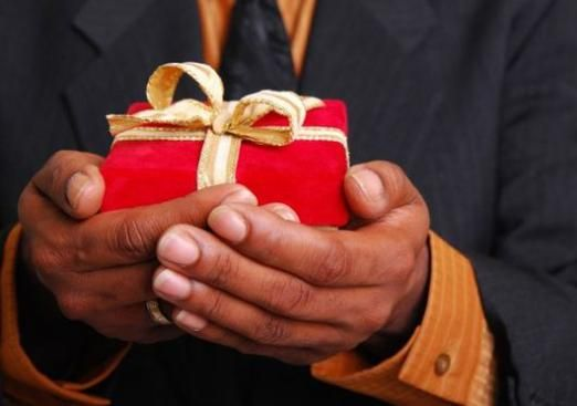 Що подарувати хрещеному?