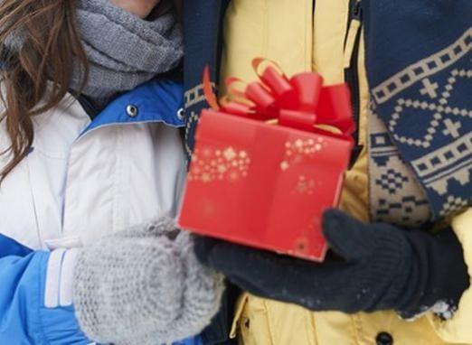 Що подарувати коханому на рік?