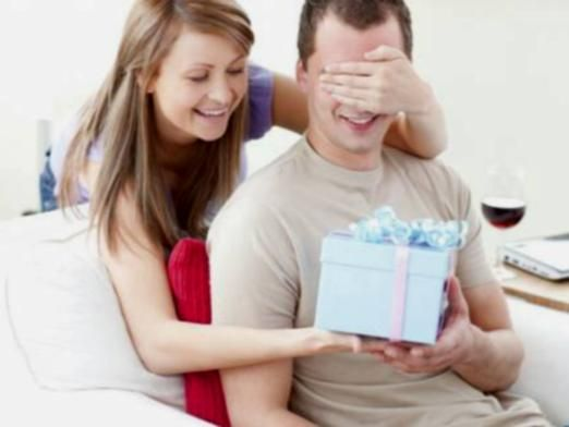 Що подарувати коханому?