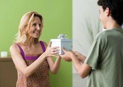 Що подарувати мамі на день народження?