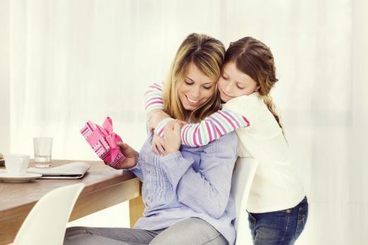 Що подарувати мамі?