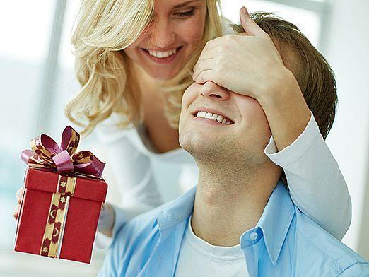 Що подарувати чоловікові на новий рік?