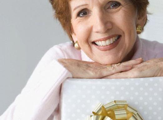 Що подарувати на 65 років?