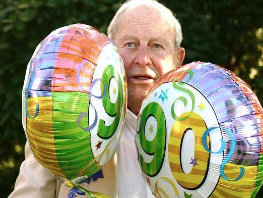 Що подарувати на день народження дідуся?