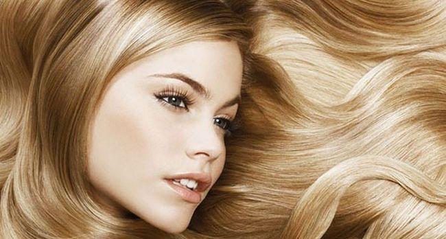 Використовуємо ромашку для освітлення і зміцнення волосся