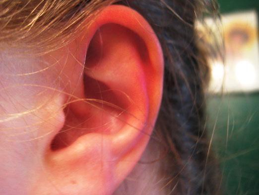 До чого горить ліве вухо?