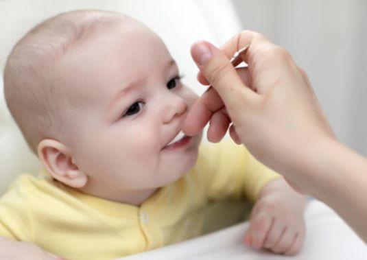 Як давати дитині жовток?