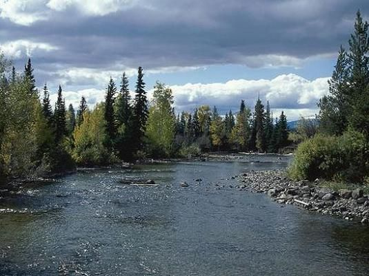 Як люди впливають на річки?