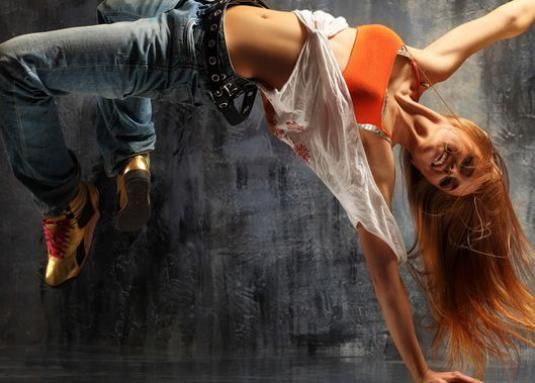 Як навчитися танцювати дівчині будинку?