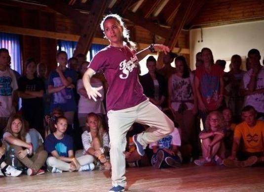 Як навчитися танцювати тектонік?