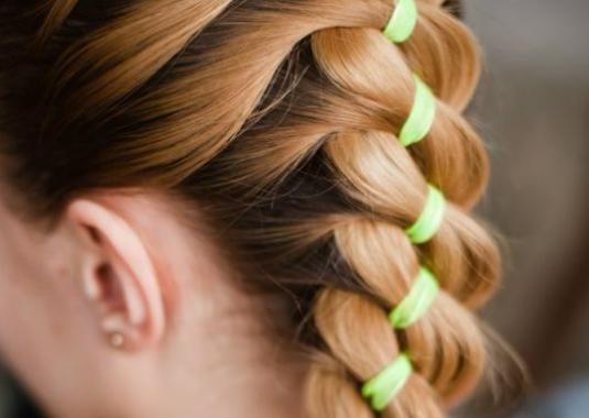 Як плести косу з стрічкою?