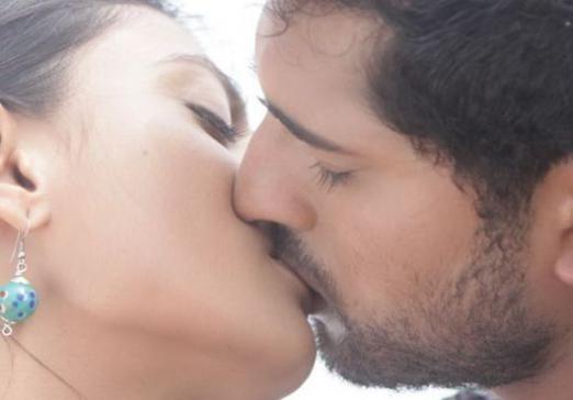 Як поцілувати дівчину?