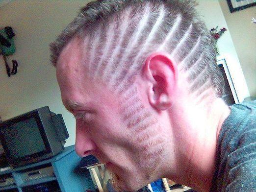Як зробити чоловічу зачіску?