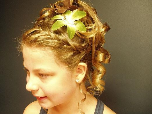 Як зробити зачіску дівчинці?