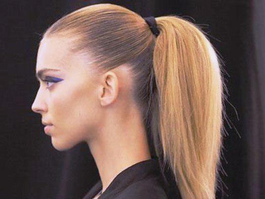 Як зробити зачіску з гумкою?