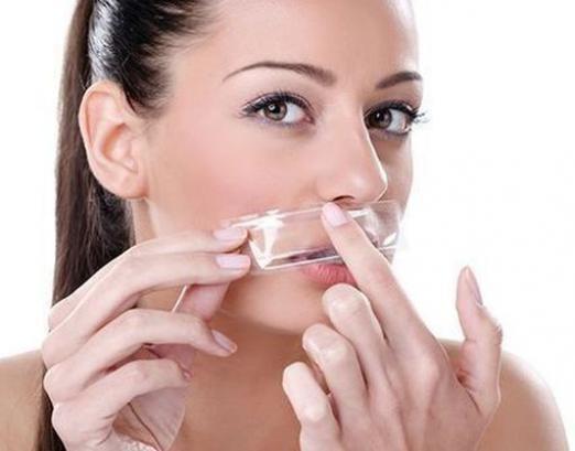 Як видалити волосся над губою?