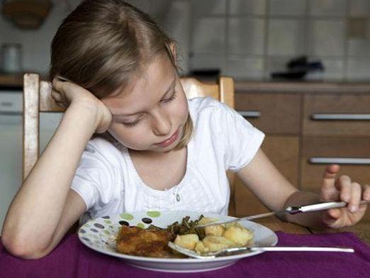 Як змусити дитину їсти?