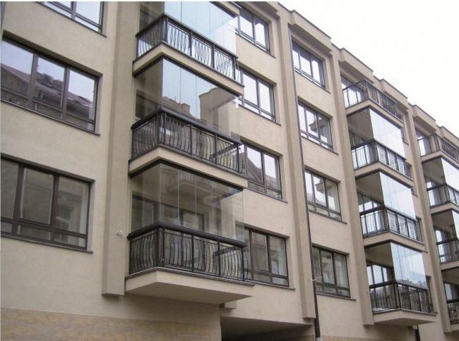 засклити балкон у хрущовці