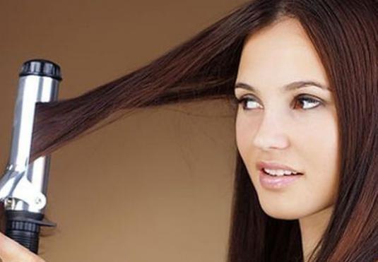 Як завити волосся плойкою?