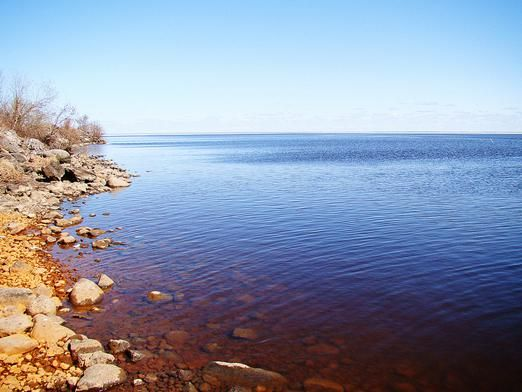 Яка глибина білого озера?