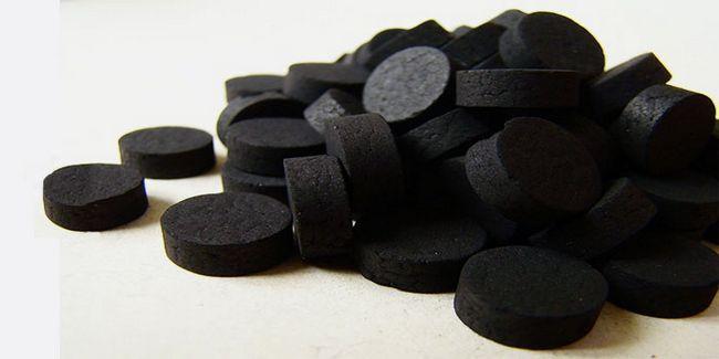 Маска для обличчя з активованого вугілля