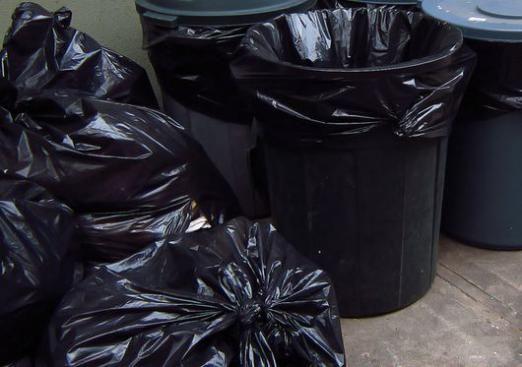 Чому не можна виносити сміття ввечері?