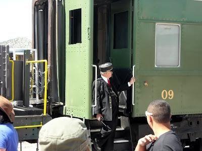 Провідник пасажирського вагона - почесна і шанована професія