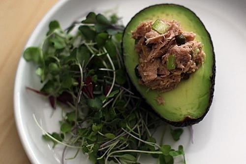 салат з тунця з яйцем