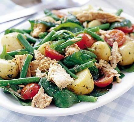Салат з консервованим тунцем рецепт
