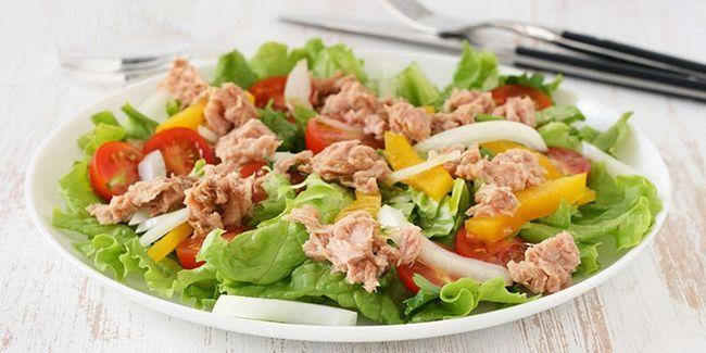 Салат з консервованим тунцем і свіжим огірком