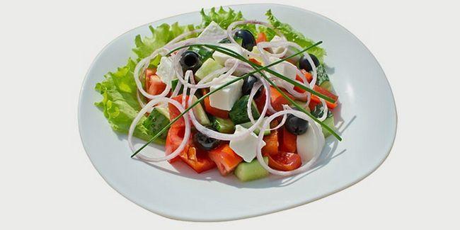Блюдо з оливками і сиром Фета