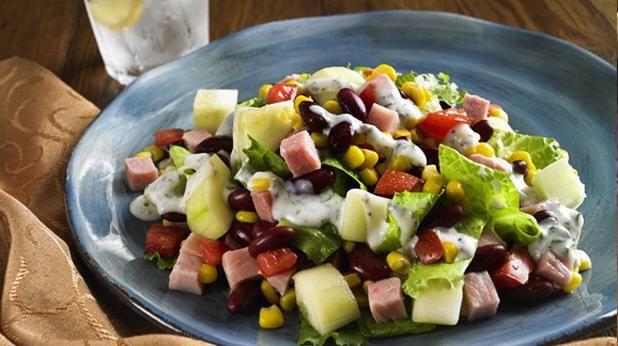 салат з кукурудзою і шинкою