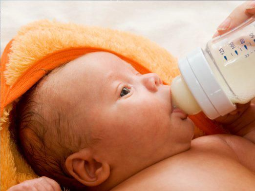 Скільки буде їсти новонароджений?