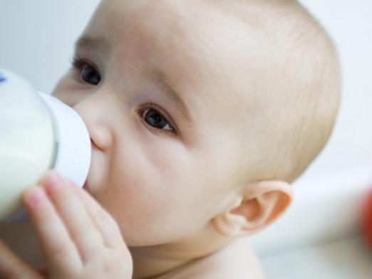 Скільки повинен з`їдати молока дитина?